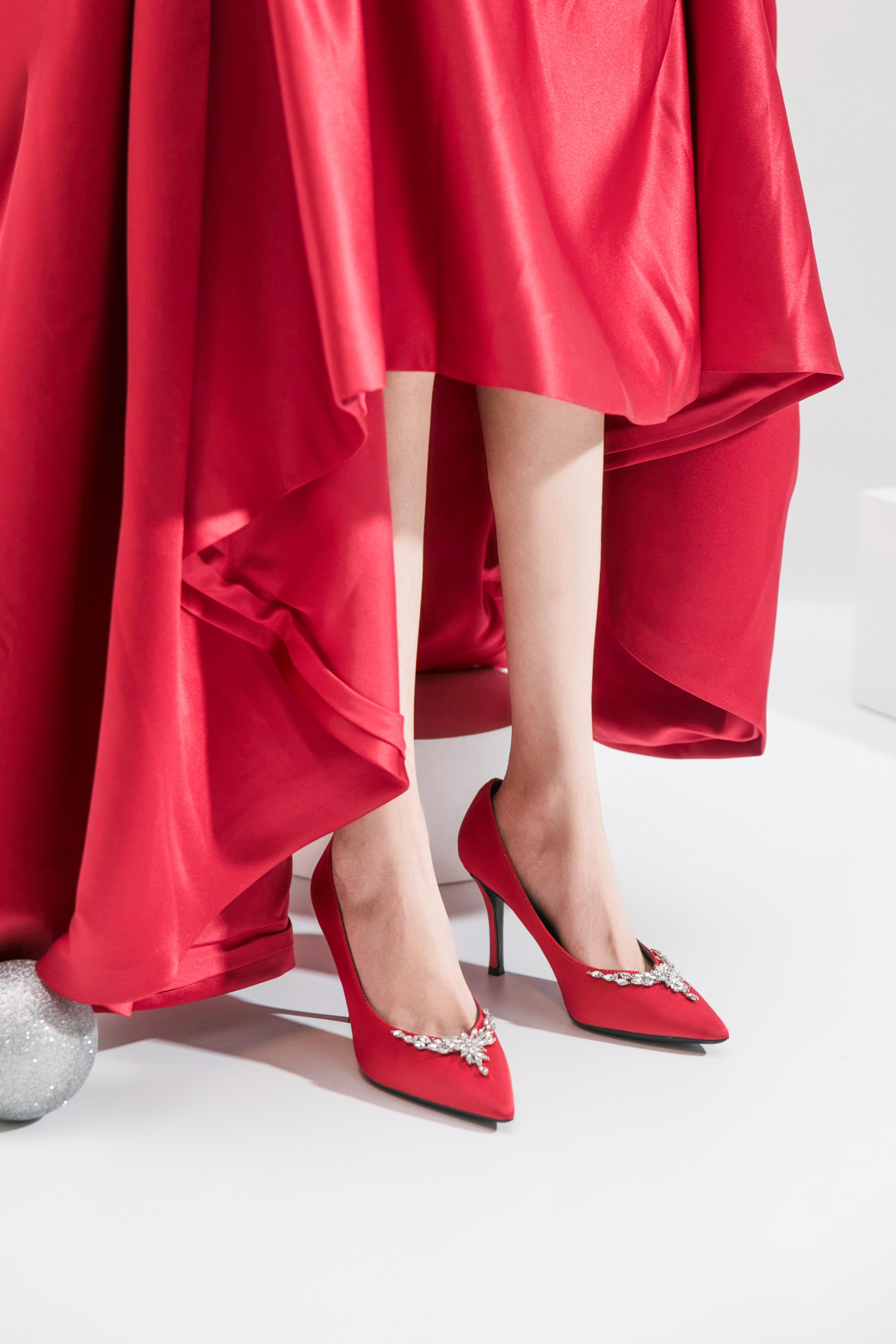 2种跟高 小v鞋口叶片水钻缎面高跟婚鞋